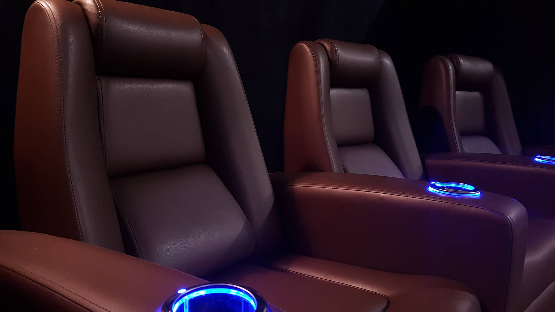 I1 Truffle Silk Leather with lit cup holders